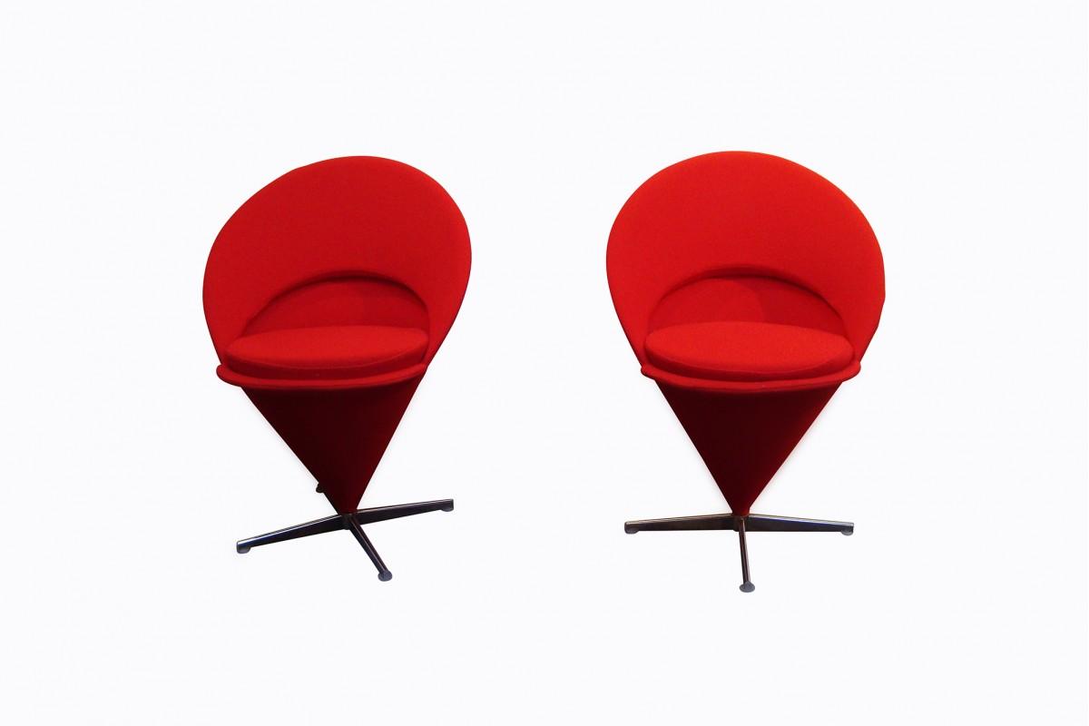"""Paire de fauteuils """"Cône..."""