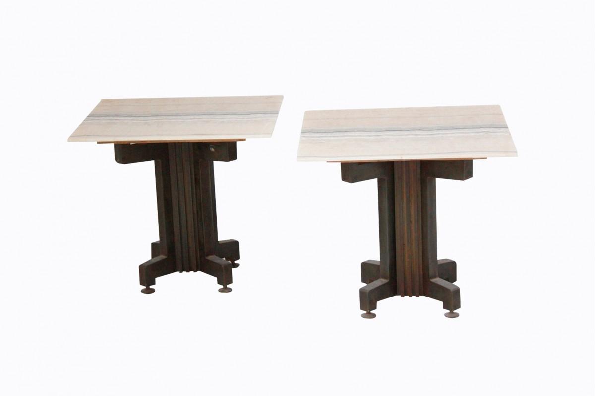 Deux petites tables